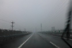 暴風雨の高速道路