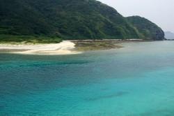 阿嘉大橋からの慶留間島