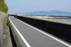 林崎海岸沿いの道