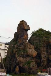 うとろ港 ゴジラ岩