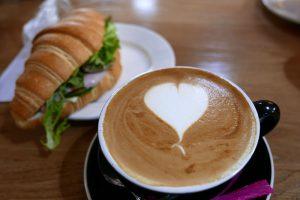 ホビット村のカフェで昼食