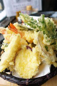 銀山温泉 伊豆の華の天ぷらそば