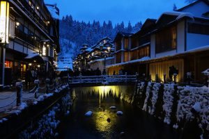 冬の銀山温泉夕景