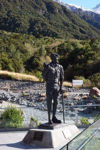 エドモンド・ヒラリー卿の像